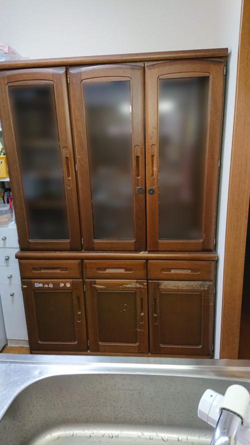 古い食器棚