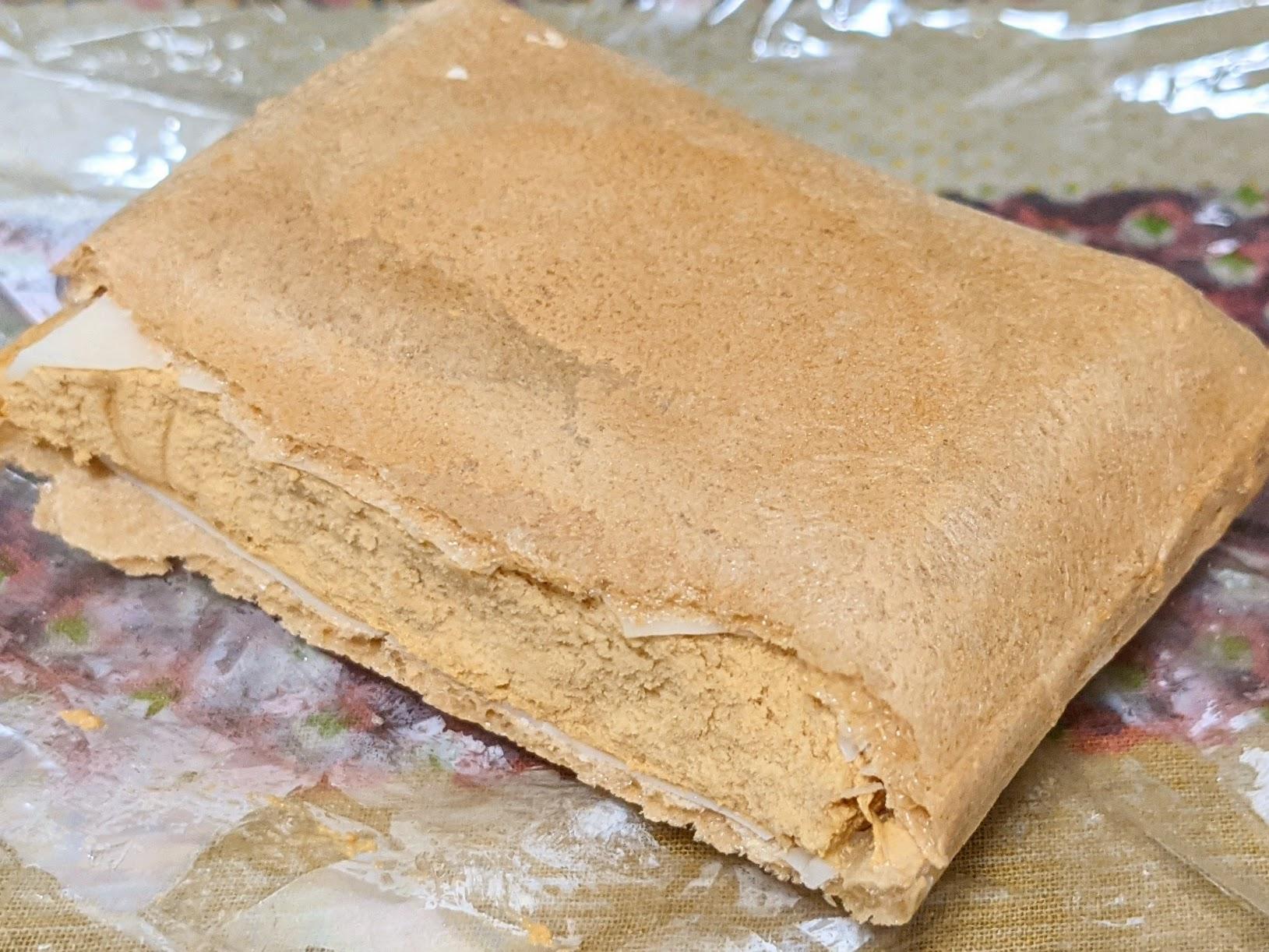 セブンプレミアム 小麦ブラン入りモナカ皮の塩キャラメルモナカ